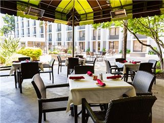 Courtyard Dinning In Holiday Inn San Jose - Silicon Valley