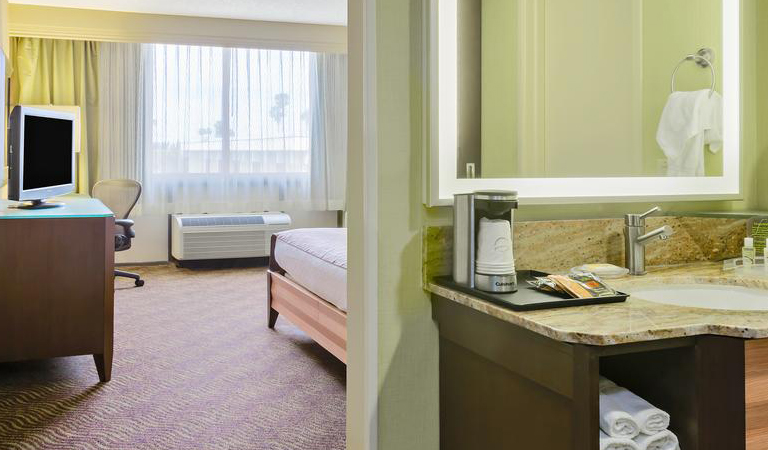 King Bed Standard Nonsmoking in Holiday Inn San Jose - Silicon Valley, California